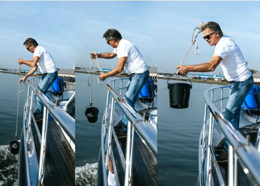 No debería faltar en ningún barco: este cubo de goma resistente a los impactos y prácticamente indestructible. Está equipado con un soporte galvanizado con ojal y cuerda.  (Imagen 3 de 3)